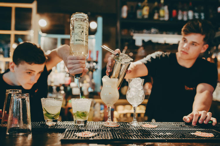 award-winning-las-iguanas-first-national-restaurant-to-launch-bespoke-experiences-on-airbnb